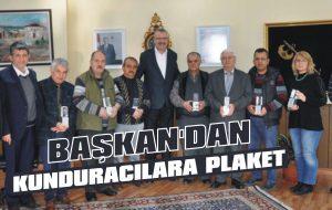 Başkan Özkan'dan kunduracılara plaket