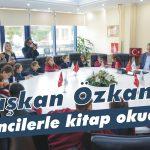 Başkan Özkan öğrencilerle kitap okudu