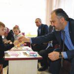 Hasta çocuklara başkan morali