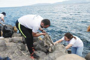 Limak çevre timinden sahil temizliği