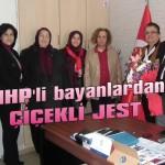 MHP'li bayanlardan çiçekli jest