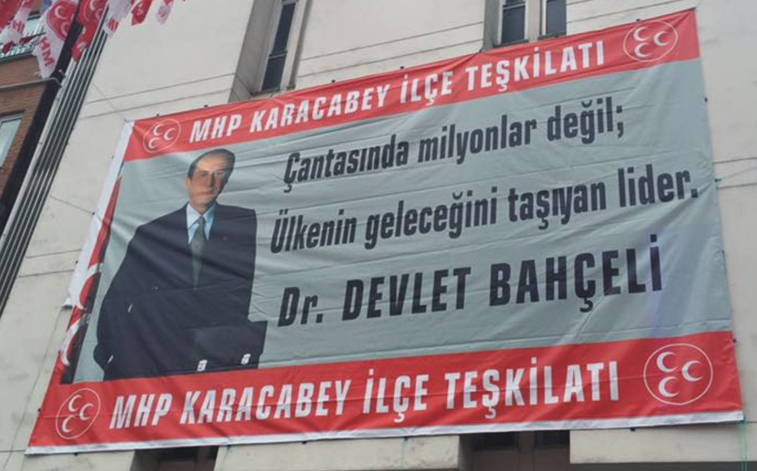 MHP'den dikkat çekici afiş